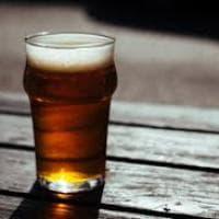 Quando la bionda fa bene: tutte le proprietà benefiche della birra