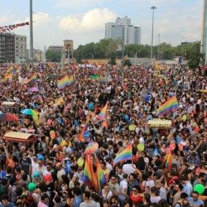 Turchia: lacrimogeni della polizia contro Gay Pride a Istanbul