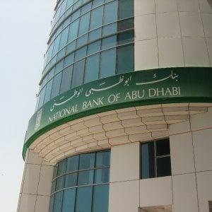 I prezzi bassi del petrolio spingono le banche di Abu Dhabi alla fusione