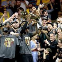 Nba Finals: Cleveland batte Golden State e vince il suo primo titolo, LeBron James Mvp