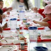 Cibi scaduti, ricongelati e nocivi: in Italia una mensa scolastica su 4