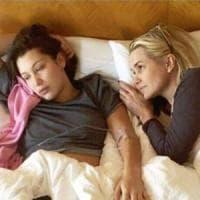 Bella Hadid e la mamma Yolanda lottano insieme contro la malattia di Lyme