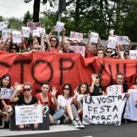 """Festival carne di cane in Cina, proteste a Roma e Milano: """"Stop alla strage"""""""