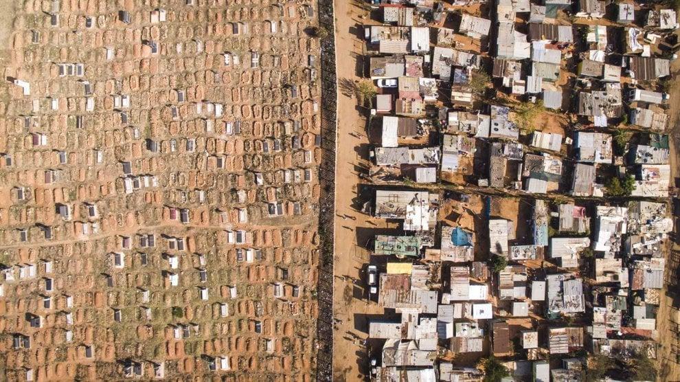 Sudafrica, una linea di confine invisibile: ricchezza e povertà catturate dal drone
