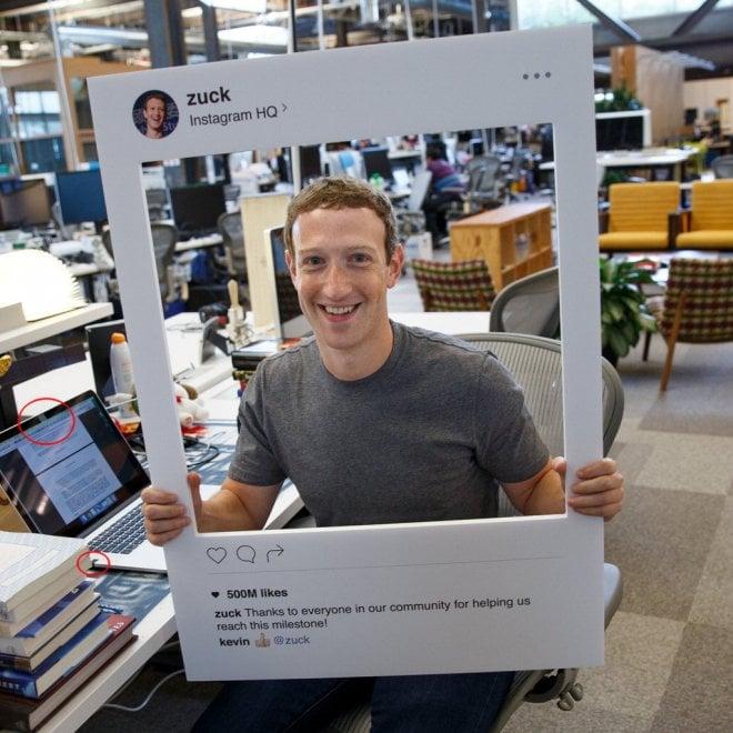 Zuckerberg 'paranoico'? Nastro adesivo su microfono e cam del laptop