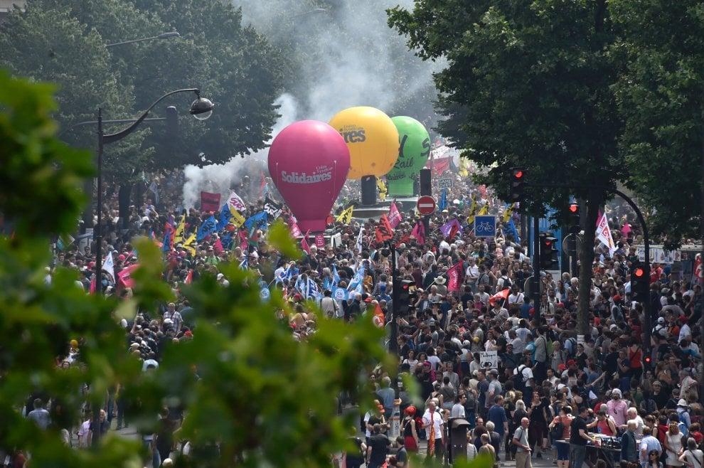 Francia, scontri durante la manifestazione contro il Jobs Act