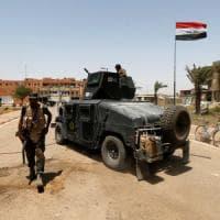 Falluja: l'Is si ritira, ma i cecchini continuano a colpire