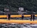 Lago d'Iseo, camminare    foto    sull'acqua con Christo   video