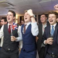 La Gran Bretagna esce dalla Ue. Borse al collasso. Farage esulta. Voci dimissioni Cameron