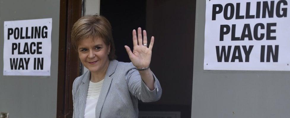 """Brexit, la rabbia di Scozia e Irlanda del Nord: """"Ora via dalla Gran Bretagna"""""""