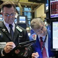 Moody's taglia da stabile a negativo l'outlook del debito britannico