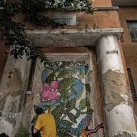 L'Aquila, street art per la rinascita: i graffiti sulle macerie del terremoto