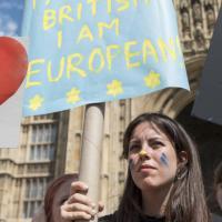 Brexit, studenti e giovani protestano davanti al parlamento inglese contro l'uscita dall'Ue