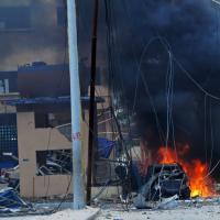 Mogadiscio, attacco kamikaze all'albergo degli stranieri: morti e ostaggi