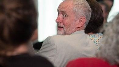 Labour nel caos: rivolta contro Corbyn lasciano otto ministri del governo ombra
