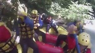 Pagaiate in soggettiva: il rafting sotto la cascata delle Marmore   di MATTIA BRIGHENTI