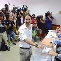 La Spagna spaccata al voto, astensionismo più alto nella storia democratica del Paese