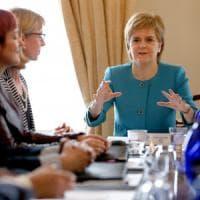 """Sturgeon: """"Parlamento Scozia pronto a bloccare Brexit"""". Kerry domani a Londra e a..."""