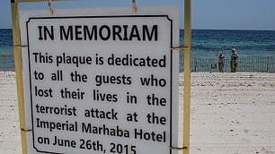 Tunisia, un anno dopo: ritorno a Sousse,  la spiaggia della strage  fotoracconto