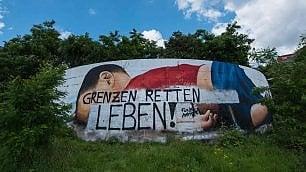 Deturpato il mural dedicato al   piccolo Alan
