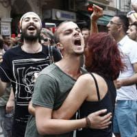 Istanbul, gay pride vietato. Lacrimogeni e arresti contro gli attivisti Lgbt