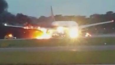 Incendio sul volo Singapore-Milano   foto    atterraggio d'emergenza   video
