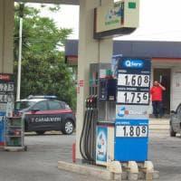 Benzina e diesel, prezzi senza scossoni. Sospiro di sollievo: l'instabilità di Borse e monete non punisce gli automobilisti