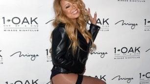 Mariah Carey, quale eleganza sul red carpet solo in reggicalze