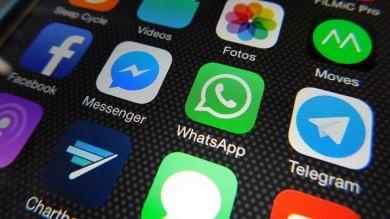 """Agcom: """"Whatsapp e le app di chat paghino l'uso della rete telefonica"""""""