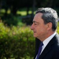 """Draghi chiede alle Banche centrali di """"allinearsi"""" contro la bassa inflazione"""