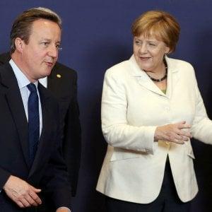 """Brexit, Parlamento Ue vota per 'attivazione immediata'. Merkel: """"Referendum non può essere ribaltato"""""""