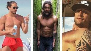 Prova costume: attori e sportivi mostrano i muscoli in spiaggia