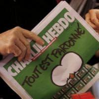 """Nuove minacce a Charlie Hebdo. La polizia di Parigi: """"Li prendiamo sul"""