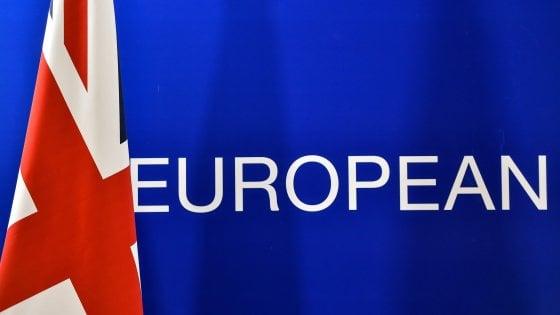 La Ue dei 27 al Regno Unito: no a negoziati prima di Brexit. Juncker: non esiste accesso su misura a mercato unico