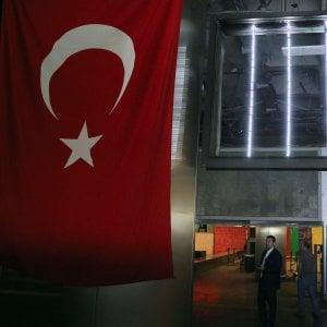 Esmahan aykol la mia turchia in ginocchio con il for Luce suites taksim