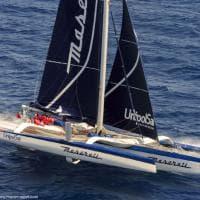 """Il trimarano """"Maserati"""" che vola sull'acqua"""