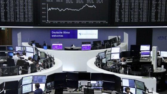 I mercati scommettono sul supporto dei governatori. Germania: stop ai piani italiani per le banche