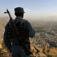 Kamikaze contro la polizia afgana a Kabul: 40 vittime