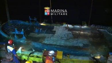 Strage di donne nel canale di Sicilia affonda un barcone, dieci le vittime