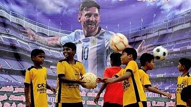 """La maestra a Messi: """"Se lasci, miei alunni penseranno che chi non vince è un fallito"""""""