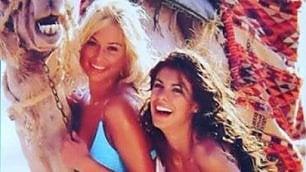 Amarcord veline: regine di Striscia Nostalgia Canalis su Instagram