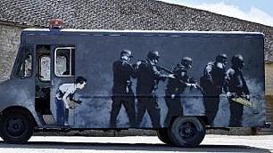 All'asta il furgoncino di Banksy    Venduto per 260 mila euro