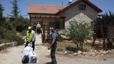 M.O., muore  13enne israelo-americana  accoltellata nel suo letto in casa coloni