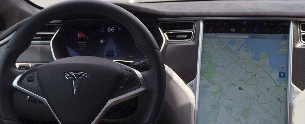 Tesla, primo incidente mortale con il pilota automatico: inchiesta negli Usa