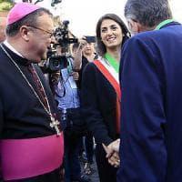 Virginia Raggi in Vaticano con la famiglia.