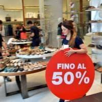 Saldi, domani al via in tutta Italia: per Confcommercio spesa media da 232 euro
