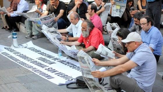 """Turchia, attacco a Istanbul: arrestati 11 stranieri ritenuti membri Is. Erdogan: """"Inferno è il loro posto"""""""