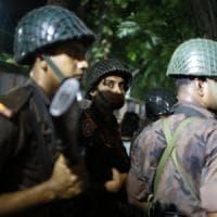 Bangladesh, attacco a Dacca, rivendica l'Is. Due vittime, tra i venti ostaggi