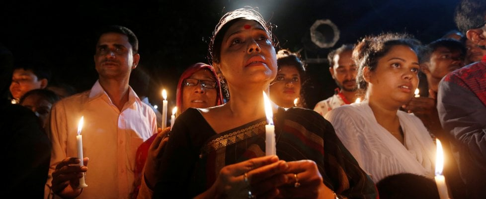 """Dacca, terroristi giovani bengalesi di famiglia ricca. Renzi: """"Inutile polemica su ritardo blitz"""""""