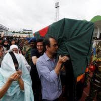 Strage Dacca, omaggio alle vittime nello stadio: premier Hasina depone corona di fiori